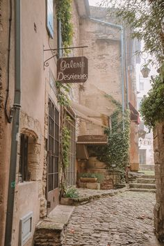 The Absolutely Beautiful Villages Of Gordes and Roussillon In Provence, The South Of France France 3, Provence France, South Of France, France Flag, Best Countries In Europe, Cool Countries, Places To Travel, Places To Go, Travel Destinations