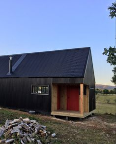 Country Farmhouse Exterior, Sur Chile, Shed, Outdoor Structures, Cabin, Architecture, House Styles, Home, Decor