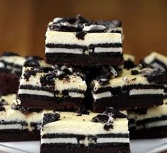 Cookies & Cream Brownie Cheesecake Bars Modify - take out the cream in the Oreo and let that be the sweetener to the cream cheese. Easy Desserts, Delicious Desserts, Yummy Food, Oreo Desserts, Cool Whip Desserts, Impressive Desserts, Layered Desserts, Gluten Free Desserts, Summer Desserts