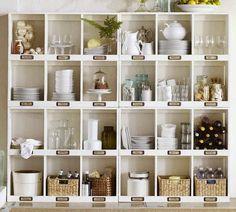 étagères Ikea Kallax en blanc comme vaisselier de cuisine