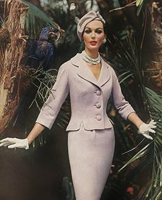 Lucinda Hollingsworth in a Royal Palm orchid suit of Wyner's Sag-No-Mor wool jersey, by Ben Reig, beret by Emme, Vogue, January 1958 Fifties Fashion, Retro Fashion, Vintage Fashion, Womens Fashion, Retro Mode, Vintage Mode, Vintage Glamour, Vintage Beauty, Vintage Dresses
