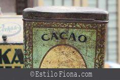 Latas vintage de cacao ideales para decorar el hogar.