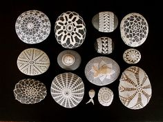Margaret Oomen of Resurrection Fern shares some lovely inspiration with you today. I just may be collecting my own pebbles, Rock Crafts, Fun Crafts, Crochet Stone, Crochet Lace, Beach Quilt, Rock And Pebbles, Rock Decor, Sticks And Stones, Beach Crafts