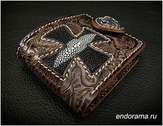 Байкерский Ковбойский кошелек с резным черепом, крестом из кожи питона и серебряным кончо 925 пробы