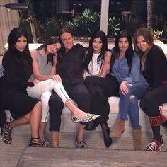 Las 5 Kardashian apoyan a Bruce Jenner en IG - Dando la nota