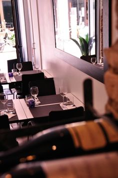 Darlington Bistro: Worth a visit if you're in Nizza, France. Honest and simple food. Taste some fresh rose wine while you're at it. Make a reservation.