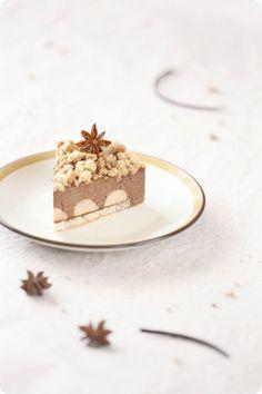 Torta Streusel : Hazelnut biscotti / Praline mousse / Spiced chocolate mousse / Crispy crumble