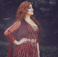 Paper Fashion, Fashion Art, New Fashion, Arab Girls Hijab, Girl Hijab, Jli Kurdi, Afghan Dresses, Luxury Girl, Barbie Clothes
