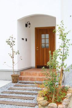 Sleepers In Garden, Simple House Design, House Extensions, Japanese House, Facade House, Beautiful Space, Front Porch, Entrance, Architecture