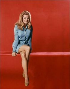 Classic Actresses, Female Actresses, Actors & Actresses, British Actresses, Agnes Moorehead, Vintage Hollywood, Classic Hollywood, Bewitched Elizabeth Montgomery, Pose