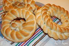 COLACI Cinnabon, Romanian Food, Bread Rolls, Yummy Food, Yummy Recipes, Sweets, Ethnic Recipes, Desserts, Brioche