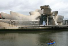 El #Guggenheim, sinuoso... Bilbao, #Spain.