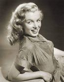 Hello and Welcome to the Marilyn Monroe Fan Site. Take a peek through the fine collection of Marilyn Monroe videos, photographs and gifs. Marylin Monroe, Young Marilyn Monroe, Marilyn Monroe Photos, Hollywood Actresses, Old Hollywood, Classic Actresses, Hollywood Stars, Cinema, Actrices Hollywood