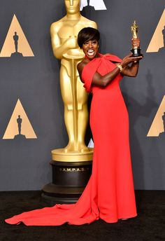 Viola Davis Photos Photos - Actor Viola Davis, winner of the Best Supporting Actress award for 'Fences' poses in the press room during the 89th Annual Academy Awards at Hollywood & Highland Center on February 26, 2017 in Hollywood, California. - 89th Annual Academy Awards - Press Room