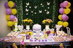 A Luciana, nossa querida cliente que já andou por aqui varias vezes,   fez a festa da Rapunzel para sua Joana.      Com uma mesa linda e...