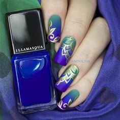 """""""Stamping with Mundo de Uñas  Gold over a gradient. I used Illamasqua Venous, Regal, and Prosperity for this gradient. Mattified with @illamasqua Nail…"""""""