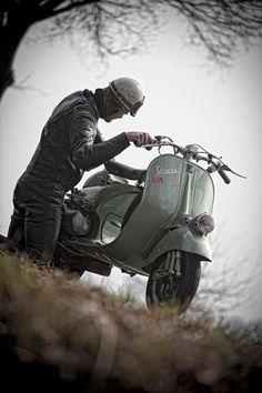 Vespa Faro Basso The Scooter Rider  Seen in: http://www.knoopsfotografie.nl/