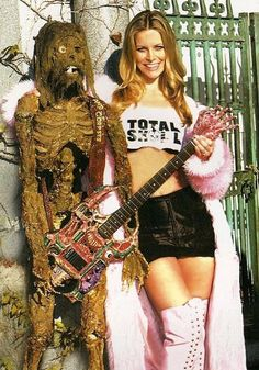 Sheri Moon Zombie posing with corpse Rob Zombie Film, Zombie Movies, Scary Movies, Sheri Moon Zombie, Horror Movie Characters, Horror Movies, The Devil's Rejects, White Zombie, Women Of Rock