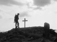A British soldier stands besides the grave of a comrade near Pilckem during the Third Battle of Ypres [aka Battle of Passchendaele] August World War One, First World, Battle Of Passchendaele, Battle Of Ypres, Soldier Silhouette, Armistice Day, British Soldier, Historical Pictures, Religious Art