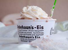 *Meleah Fotografie says:*  Eiscafe Unbehaun in Düsseldorf - einfach Kult ... lange Schlangen im Sommer! :-P