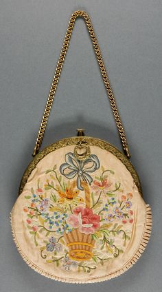 Woman's Bag Marion, Paris Early 20th century Pale peach silk faille with machine chainstitch embroidery, gold-colored metal