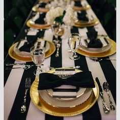 Color Inspiration: Modern Black on White Wedding Ideas - wedding centerpiece idea; via via Frosted Petticoat Scroll along to see more black on white wedding ideas that you should definitely steal for yourself! Gatsby Party, Gatsby Wedding, Gatsby Theme, Wedding Decorations, Table Decorations, Wedding Ideas, Table Centerpieces, Wedding Inspiration, Wedding Centerpieces