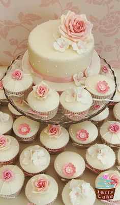 Nice combination of cake and cupcakes.