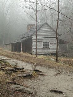 Bud Ogle cabin (fun little hike before the Roaring Forks Motor T rail) - Smoky Mountains Old Cabins, Log Cabin Homes, Cabins And Cottages, Rustic Cabins, Abandoned Houses, Abandoned Places, Old Houses, Cabin In The Woods, Little Cabin