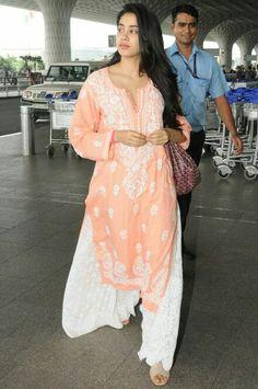 Iranian Women Fashion, Pakistani Fashion Casual, Pakistani Dress Design, Pakistani Outfits, Bollywood Fashion, Indian Outfits, Kurti Pakistani, Bollywood Style, Indian Clothes