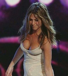 25 Times Jennifer Aniston Showed Off More Than She Should Have Jennifer Aniston Style, Jennifer Aniston Pictures, Beautiful Celebrities, Most Beautiful Women, Jeniffer Aniston, John Aniston, Nude Beach, Eva Longoria, Elegant Hairstyles