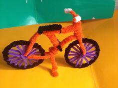 Bicicleta hecha con limpiapipas