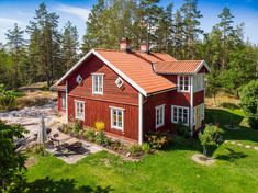 A Traditional Swedish Farm Surrounded By Nature — THE NORDROOM - christi kifer - internationally inspired Scandinavian Cottage, Swedish Cottage, Swedish Decor, Swedish Style, Cottage Style, Cottage Chic, Sweden House, Red Houses, House Paint Exterior