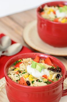 So delciious and so comforting. Super easy to make in the crock-pot with just 10 min prep time. Tex Mex Chicken, Chicken Soup, Raw Food Recipes, Healthy Dinner Recipes, My Favorite Food, Favorite Recipes, Seafood Diet, Food Porn, Meal Replacement Smoothies