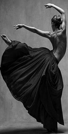 Ashley Ellis , Principal dancer with Boston Ballet Ballet. Bella Figura by Jiří Kylián Dance* Plus Inspiration Tattoos, Dance Movement, Dance Poses, Dance Art, Yoga Dance, Jolie Photo, Dance Pictures, Just Dance, Art And Illustration