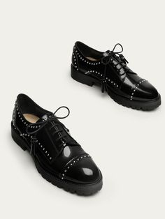 51b5405383b19 Fall Winter 2017 Women´s BLACK LEATHER DERBY SHOES WITH STUDS at Massimo  Dutti for 89.9. Effortless elegance!