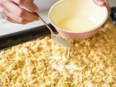 Grandma's juicy crumble cake with cream sauce- Omas saftiger Streuselkuchen mit Sahneguss Omass juicy crumble cake with cream - Baking Recipes, Cake Recipes, Snack Recipes, Snacks, Smores Dessert, Dessert Bars, German Baking, No Bake Desserts, Yummy Cakes
