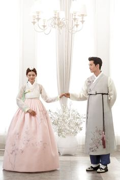 6 Beautiful Wedding Dress Trends in 2020 Korean Hanbok, Korean Dress, Korean Outfits, Korean Traditional Dress, Traditional Fashion, Traditional Dresses, Hanbok Wedding, Korean Wedding, Korean Bride
