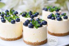 Pişirmeden bir tatlı yapmak isteyenlere Pişmeyen Cheesecake tarifini öneriyoruz....