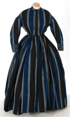 Silk taffeta dress, 1860s. IMATEX, register number 11452. Closure has three decorative black velvet buttons trimmed with blue silk. The waist of the skirt is gathered all the way around the waist of the bodice.