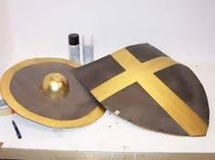 A Tutorial showing how to make two different types of cardboard shields. A round buckler and a Kite Shield. Some tips and hints on how to work with cardboard. Cardboard Sword, Cardboard Box Crafts, Cardboard Costume, Kids Costumes Boys, Family Costumes, Greek God Costume, Greek Costumes, Medieval Party, Medieval Theatre
