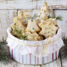 Pierniczki bożonarodzeniowe - przepis na świąteczne słodkości! Christmas Baking, Christmas Time, Christmas Ornaments, Holiday Decor, Recipes, Xmas Ornaments, Christmas Jewelry, Food Recipes, Rezepte