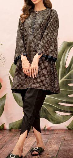 Fancy Dress Design, Stylish Dress Designs, Designs For Dresses, Stylish Dress Book, Stylish Dresses For Girls, Simple Dresses, Tunic Designs, Kurta Designs Women, Simple Pakistani Dresses