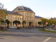 Nádraží Czech Republic, Mansions, House Styles, Travel, Home Decor, Mansion Houses, Homemade Home Decor, Villas, Fancy Houses