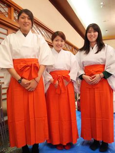 お正月の神社は人であふれかえるので、いつも以上の巫女の手が必要で、そのための臨時巫女が年末になると募集されます。兵庫県神戸市の生田神社では総勢168名の臨時巫女を対象とする講習会が行われるとのこと