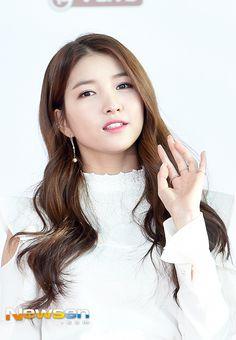 GFriend - Sowon South Korean Girls, Korean Girl Groups, Gfriend Sowon, G Friend, Soyeon, Rapper, Kpop, Beauty, Guys