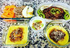 Apesar de manhã ser fim de semana amanhã trabalha-se no período da tarde. No período da manhã mais do mesmo musculação/cardio. Refeição já pronta: cenoura pão de centeio meia pêra panquecas de aveialinhaçachocolate preto com kiwi e meia pêra papa de aveia com raspas de laranja e limão  compota de kiwi caseira  sementes de sésamo e iogurte magro natural  kiwi compota de kiwi e sementes de sésamo. Vamos lá! A vida é uma obra de arte! Feliz noite!   Although morning be weekend work tomorrow in…