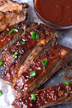 Oven Baked BBQ Ribs This baked ribs recipe is truly the only recipe you will ever need. Fall off the bone pork ribs that are full of flavor, always a huge crowd pleaser! Oven Baked Pork Ribs, Bbq Pork Ribs, Baked Spare Ribs, Pork Back Ribs Oven, Oven Roasted Ribs, Rub For Pork Ribs, Pork Meat, Pork Loin, Sauce Chili