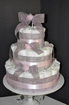 How to Make Baby Diaper Cake Bling Baby Shower, Baby Girl Shower Themes, Simple Baby Shower, Baby Shower Cakes, Diaper Cake Centerpieces, Baby Shower Centerpieces, Candy Birthday Cakes, Princess Diaper Cakes, Diy Baby Gifts