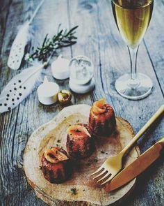 Découvrez une recette salée de cannelés, au saumon fumé, à servir sur les tables de fêtes, en entrée ou pour l'apéritif de Noël