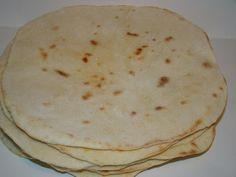 Tortilla :: Ami a konyhámból kikerül Pita Pizzas, Pasta Noodles, Bread Rolls, Naan, Main Dishes, Cake Recipes, Food Porn, Food And Drink, Appetizers